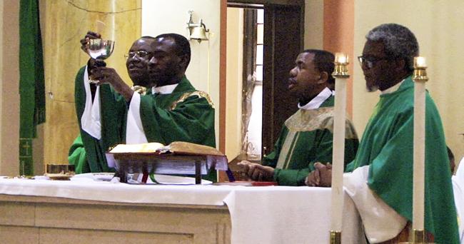 Celebrating-The-Holy-Mass-Rev.-Frs.-Livinus-Ugochukwu-ONyeabor-Ugochukwu-Linus-Ugorji-And-Austin-Odimmegwa[1]